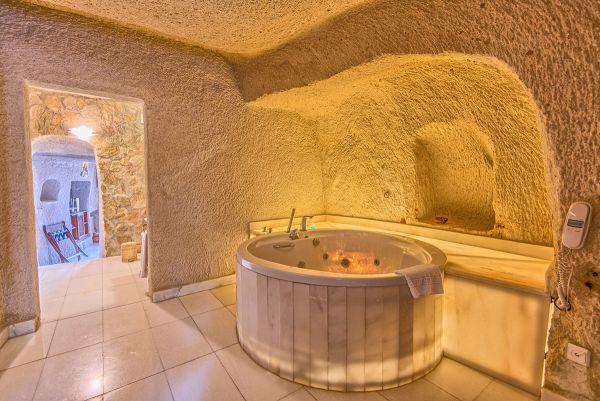 Elegant Cave Suite